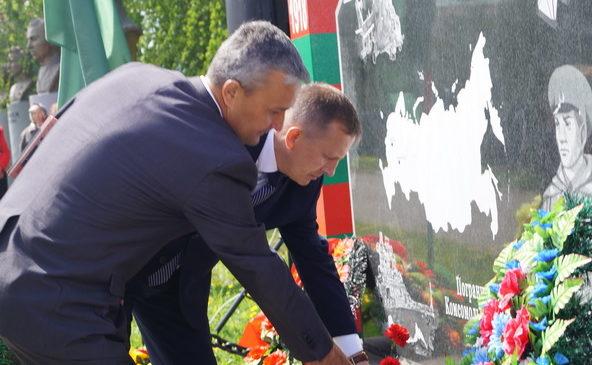 В с.Комсомольское состоялся торжественный митинг, посвященный Дню пограничника