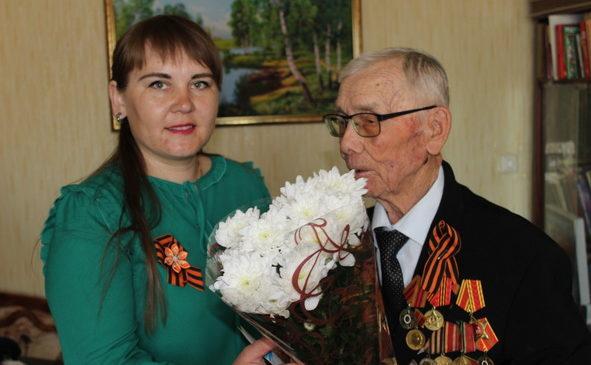 Главный редактор газеты «Касал ен» поздравляет ветерана ВОВ, а также своего коллегу Ревоката Моисеева с Днем Победы.