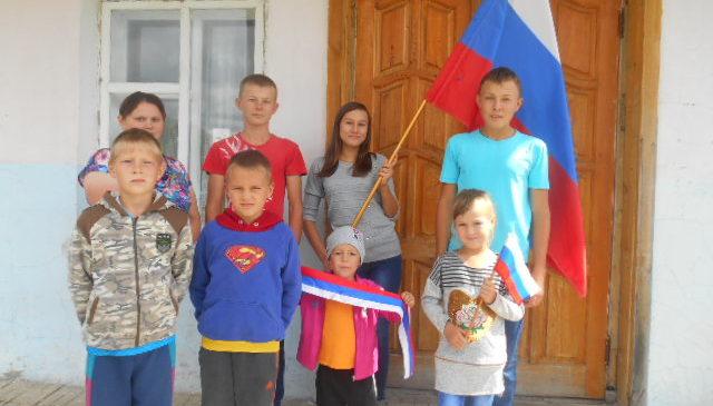 Информационный час «Овеян славой Российский флаг»
