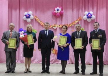 В Комсомольском районе чествовали педагогов, работников образовательных учреждений, ветеранов педагогического труда