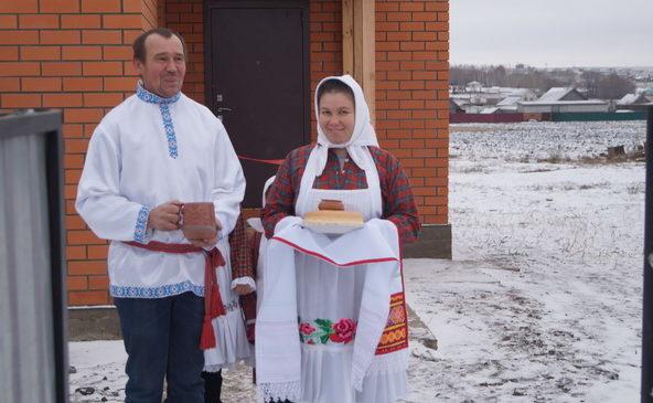 Многодетной семье Шуряшкиных вручили ключи от нового дома