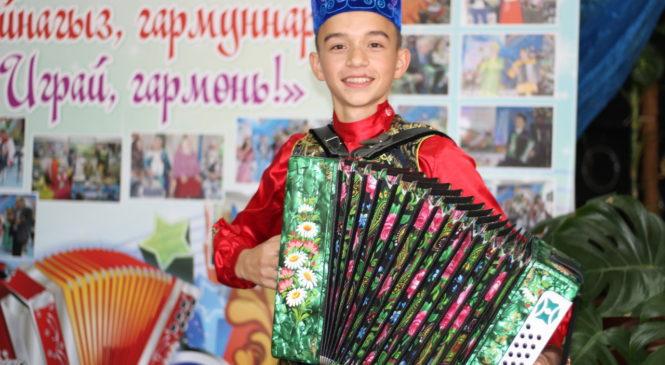 Шарафутдинов Резил призер II Всероссийского конкурса исполнителей народной музыки «СЕНТТИ»