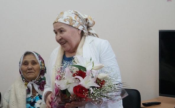 Жительницу села Чурачики в Токаевском медресе поздравили с 75-летием