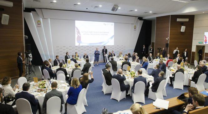 На деловом завтраке Forbes в рамках Гайдаровского форума обсуждены вопросы частных инвестиций в образование