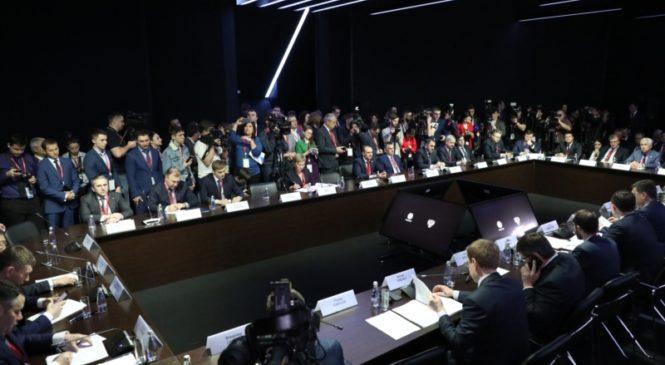 РИФ-2019: Михаил Игнатьев принял участие в работе «круглого стола» по вопросам влияния цифровизации на экономику регионов