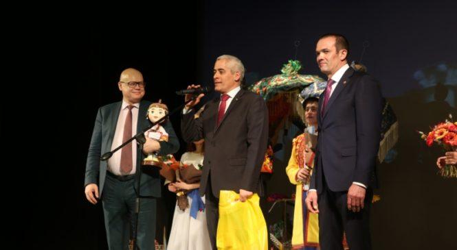 Глава Чувашии Михаил Игнатьев и делегация Посольства Республики Куба посетили спектакль «Токолоро»