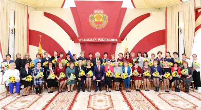 Михаил Игнатьев вручил государственные награды лучшим труженицам и многодетным матерям