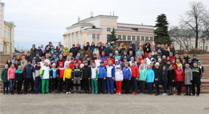 На Чебоксарской набережной на утренней тренировке встретились руководители муниципалитетов и министерств республики