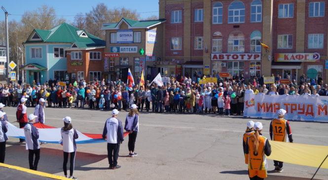 В селе Комсомольское прошло первомайское шествие