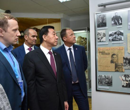 Полпред Президента России в ПФО Игорь Комаров и член Госсовета КНР Ван Юн посетили Чувашский национальный музей