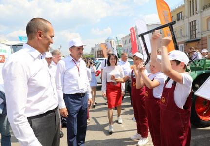 Глава Чувашии Михаил Игнатьев посетил XXVI Межрегиональную выставку «Регионы – сотрудничество без границ»