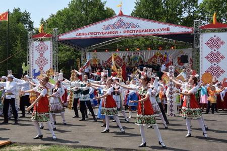 В Алатырском районе официально открыт День Республики