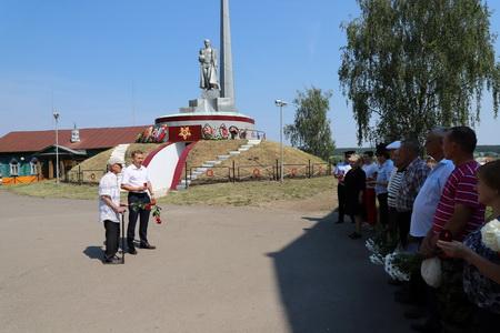 В  районе прошла церемония возложения цветов, посвященная Дню памяти и скорби