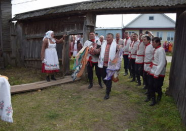 В Асановском сельском поселении артисты «Касал» представили обряд «Проводы у чувашей на службу в армию»