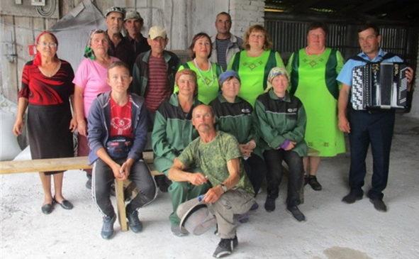 В Комсомольском районе хлеборобов радуют своими выступлениями агитбригады работников культуры