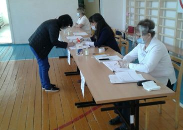 Жители Комсомольского района принимают активное участие в голосовании за поправки в Конституцию РФ