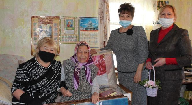 Лидию Титову поздравили с 98-летием и с Днем защитника Отечества