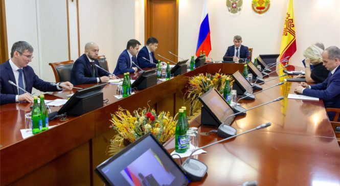 Олег Николаев поручил разобраться в причинах технического сбоя по осуществлению социальных выплат