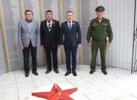 Торжественное возложение цветов и венков к памятникам в селе Комсомольское