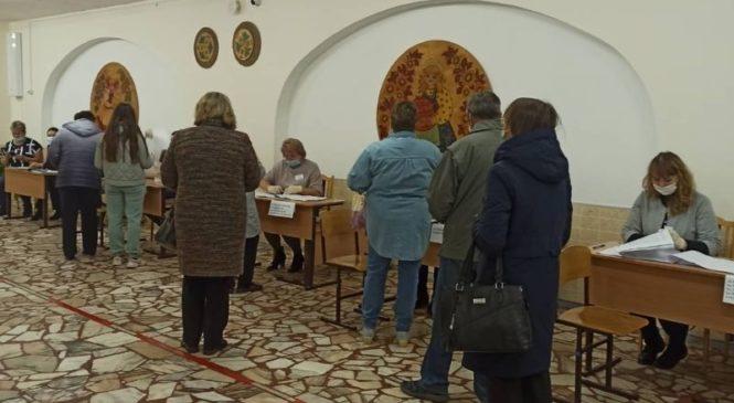 В Шумерле избиратели пришли проголосовать с раннего утра